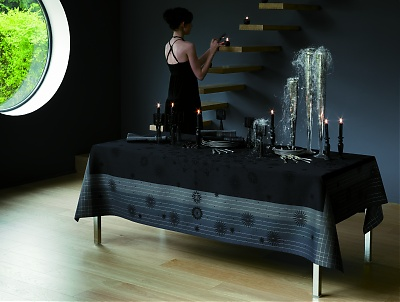 une nappe de table ou un chemin de table c est encore mieux evasiondeco. Black Bedroom Furniture Sets. Home Design Ideas